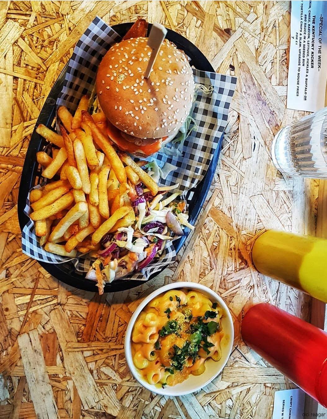 Vegan Burger and Macaroni and Cheese, Grumpy Panda, Gateshead, UK